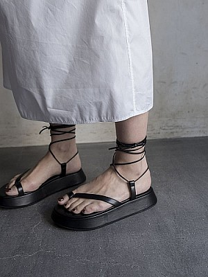 JANESMITH /FLAT LACE UP SANDAL