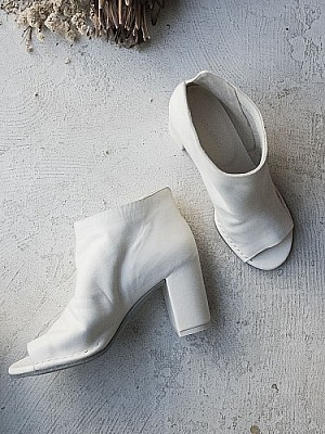 DEL CARLO / open toe Booties (white)