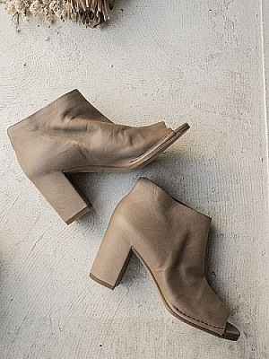 DEL CARLO / open toe Booties (khaki brown)
