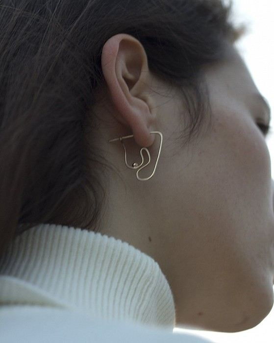 knobbly studio/Deconstructed Nude earring (small)