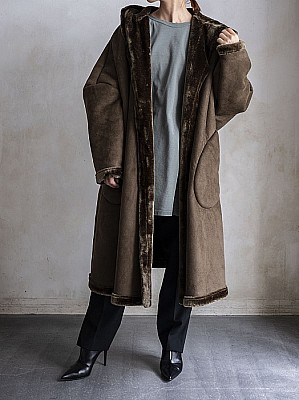 VACHEMENT/HOODED FAKE MOUTON COAT